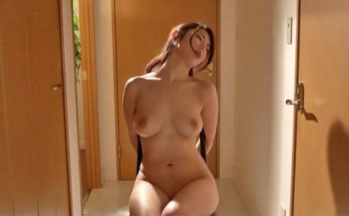 【篠田あゆみ】被虐に憧れ調教を望む熟女が全裸で自ら後手の拘束を命じられる状況に脳内が暴走し熱くなり身悶える淫欲が溢れる