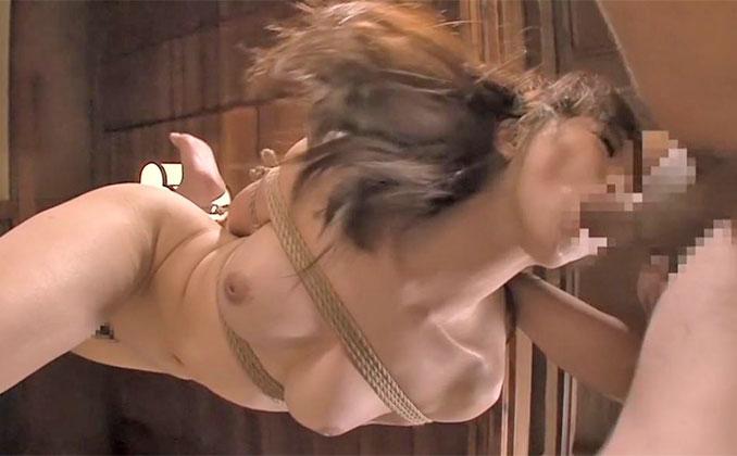 全裸で緊縛され喉奥に肉棒を突っ込まれ続け逃げることも出来ず受入れるだけの苦痛に耐え続ける