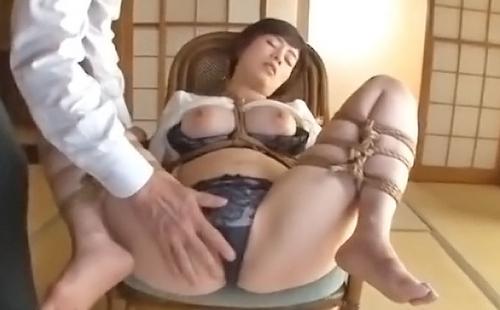 完全緊縛されて無理やり犯●れた巨乳人妻 奥田咲